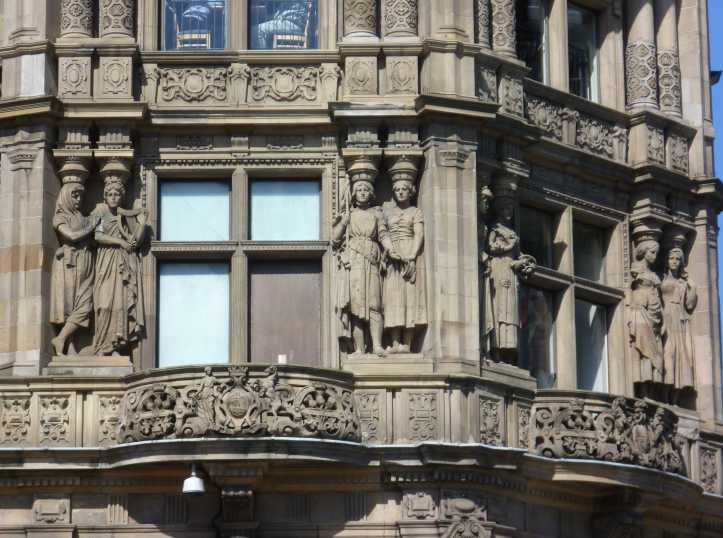 Caryatids_on_Jenner's_Department_Store,_Princes_Street_Edinburgh